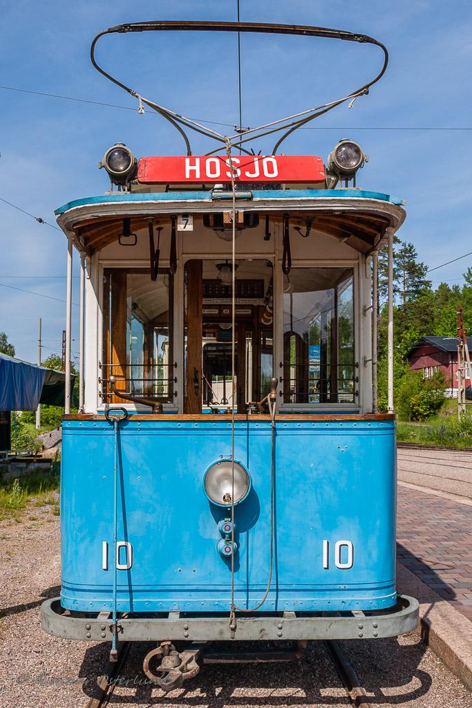 En gammal spårvagn på museispårvägen i Malmköping.