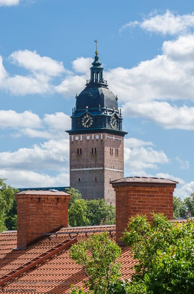 Domkyrkans torn dominerar Strängnäs stadsbild.