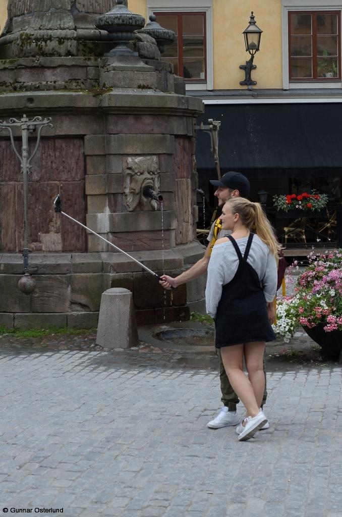 Dags för en selfie på Stortorget i Stockholm.