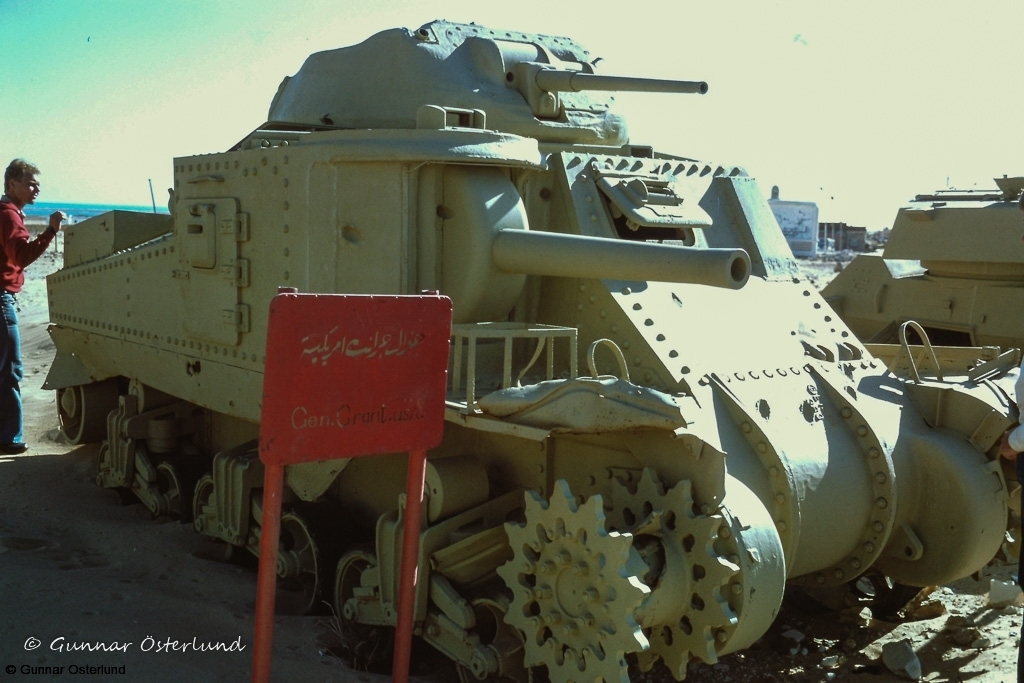 En utslagen medeltung stridsvagn M3 i El Alamein.