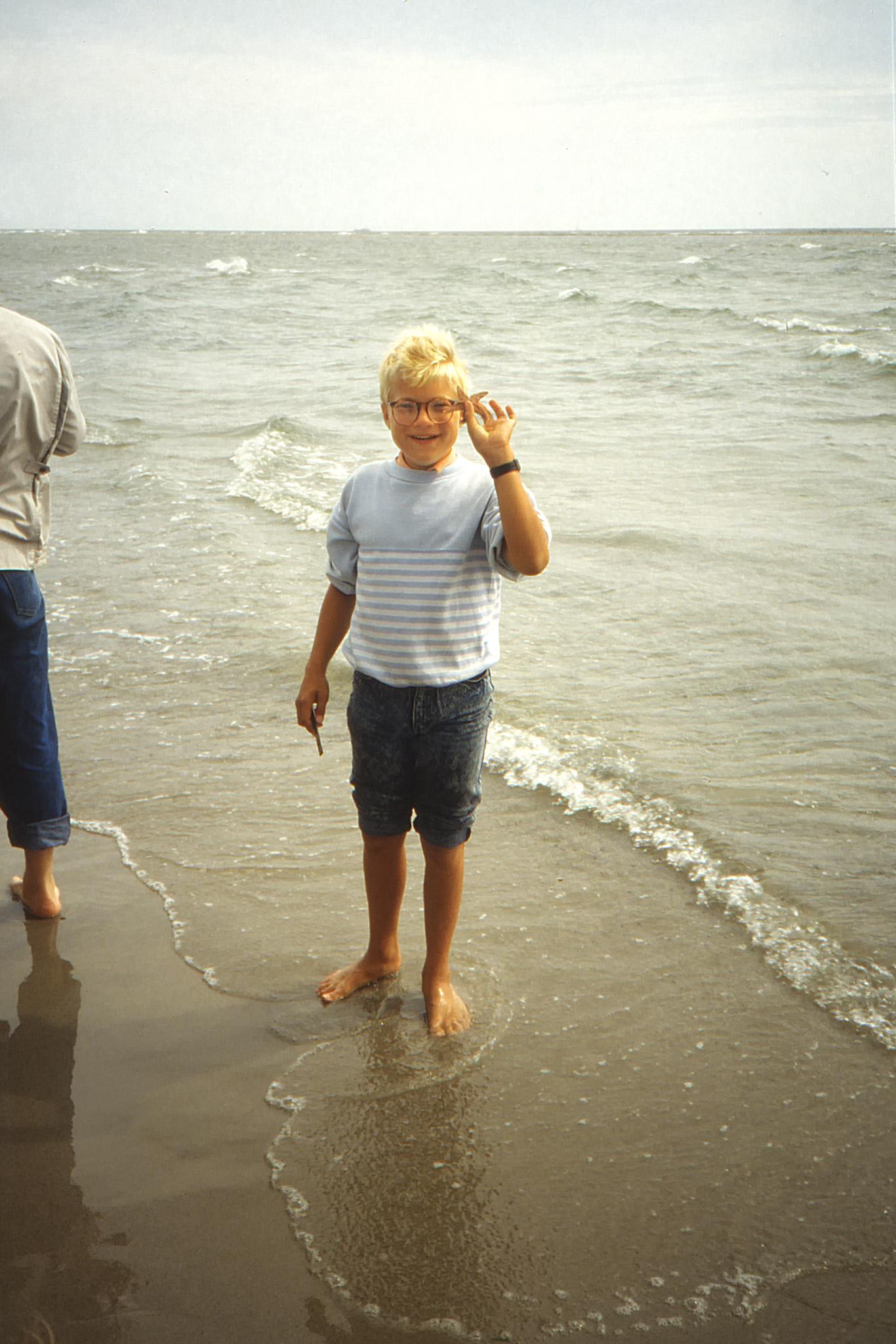 Fredrik med en sjöstjärna.