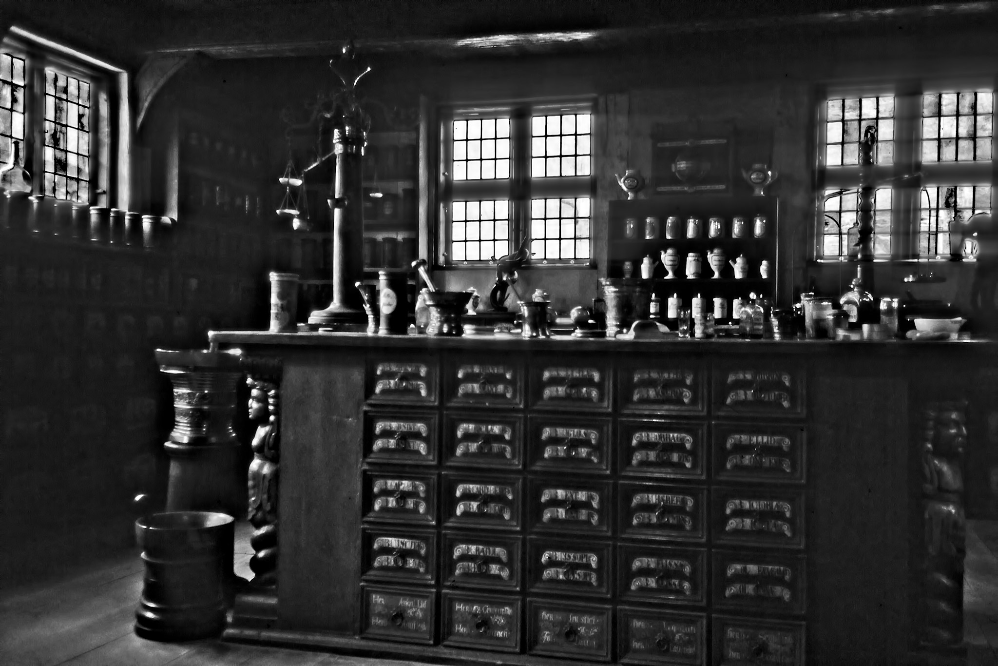 Interiörbild från det gamla apoteket i den Gamle By.