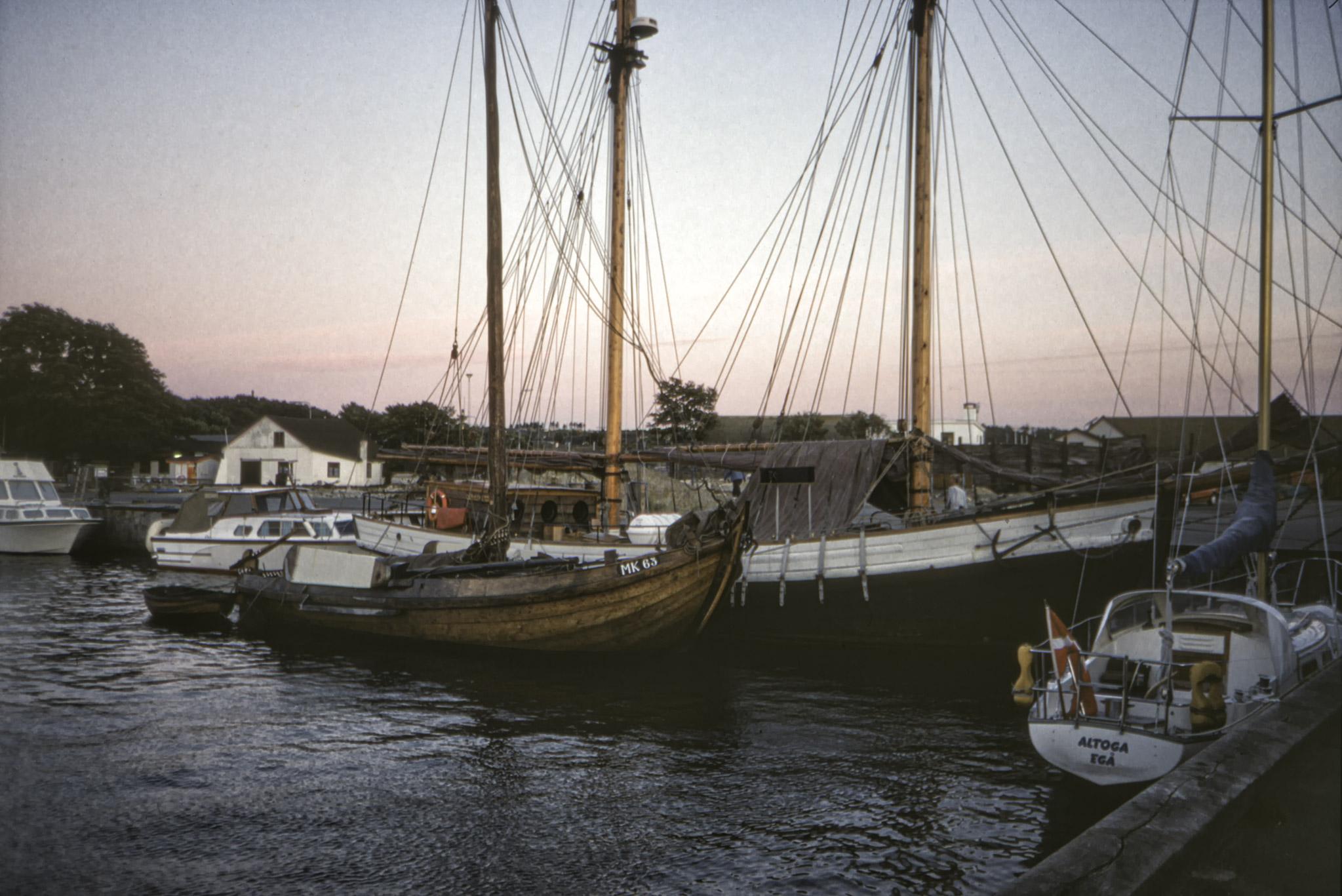 Skutor och andra båtar.
