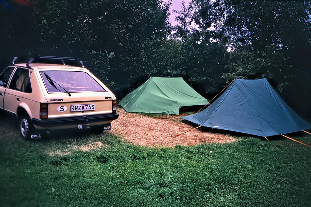 Bilen och tälten, Fredrikshamn.