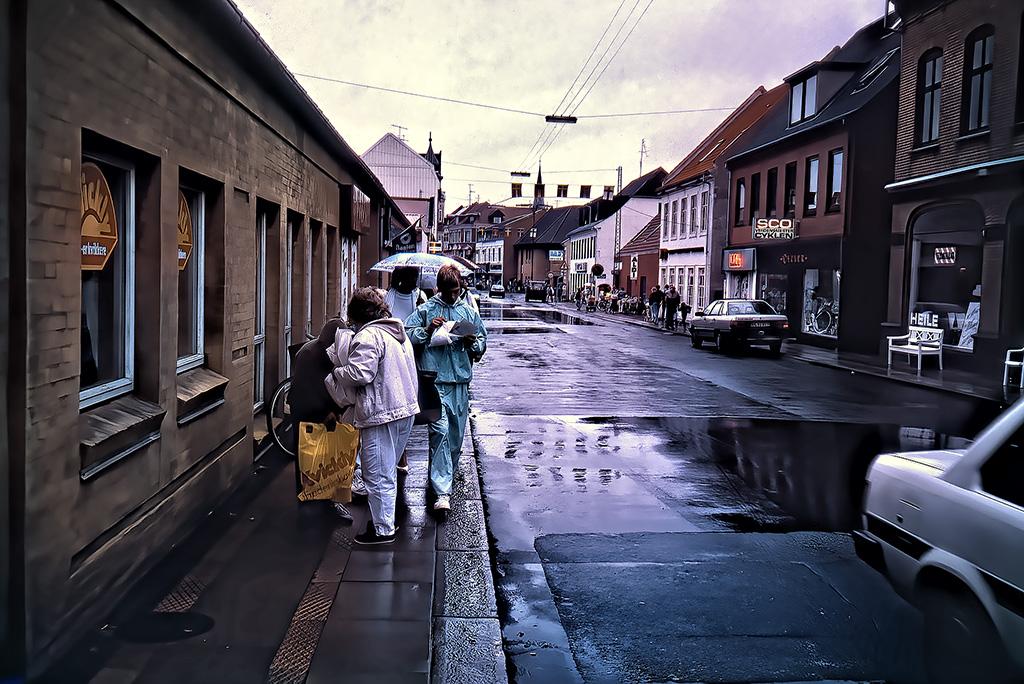 Regnvåt gata Fredrikshamn.
