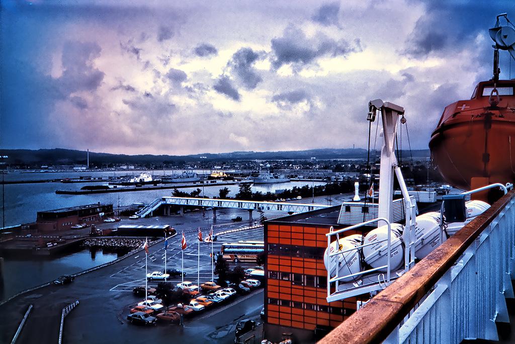 Utsikt över hamnen från färjan i Fredrikshamn.