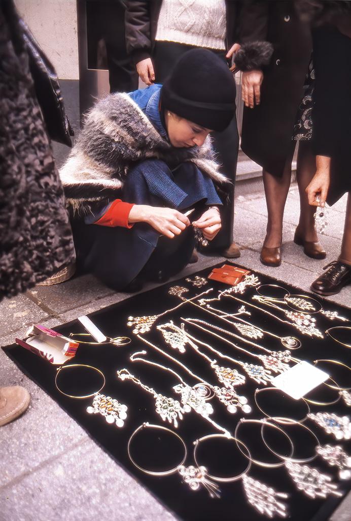 Gatuförsäljning av smycken i Göteborg