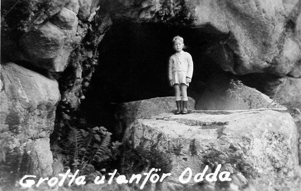 Jag vid en grotta utanför Odda