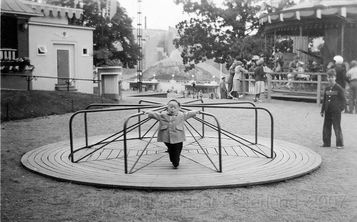 Jag åker karusell på Liseberg