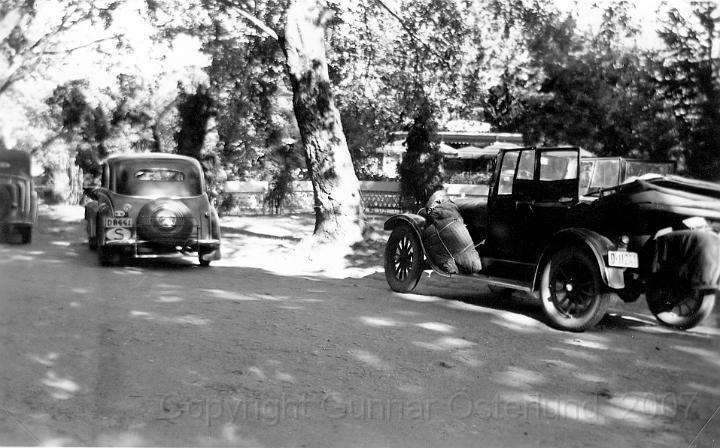 Två gamla bilar i Fredriksstad.