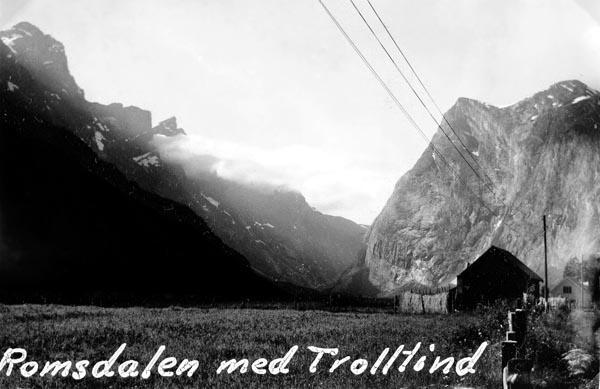 Trolltind med Romsdalen.