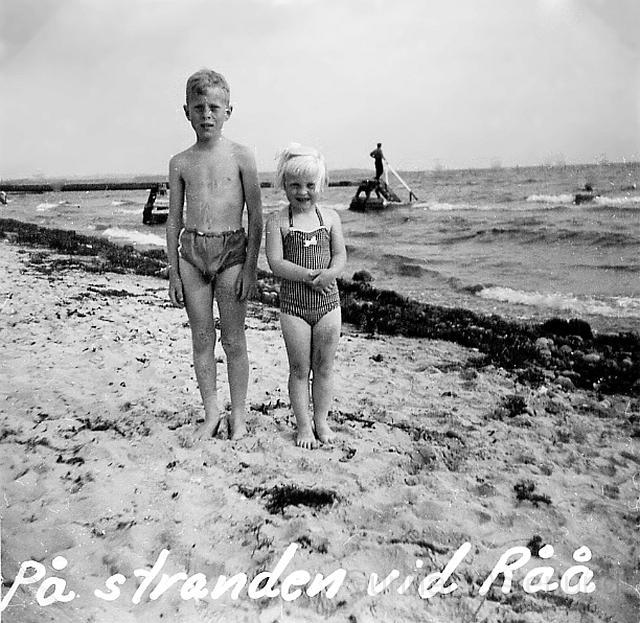 Jag och min syster på stranden vid Råå