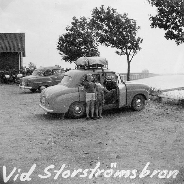 Jag och min syster vid Storströmsbron
