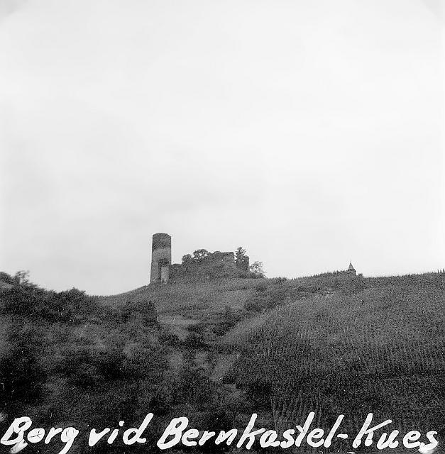 En borg ovanför Vernkastell-Kues.