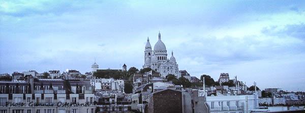 Kvällsbild av Sacré Coeur från taket på Hotel Carlton