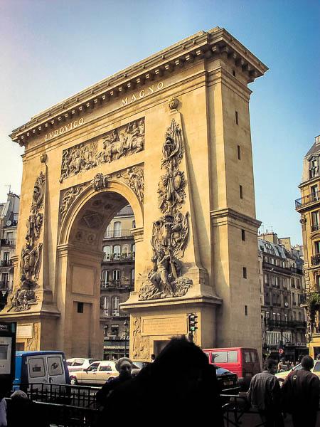 En av triumfbågarna i Paris.