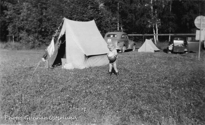 Jag vid tältet på campingplatsen i Ludvika