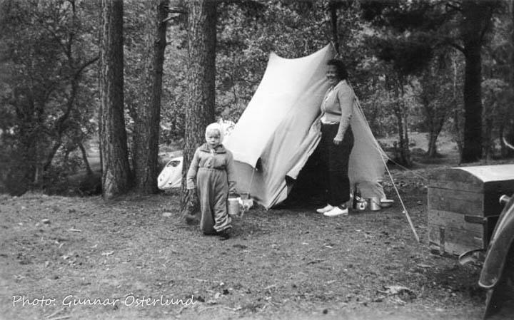 Campare. Jag och min mamma vid tältet vid Kroken utanför Dombås.