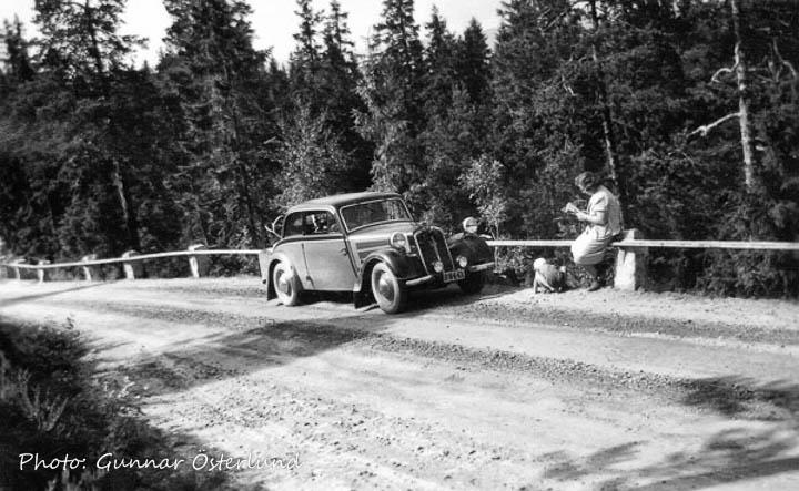 Jag, min mamma och bilen på vägen upp till Södra Stadsberget