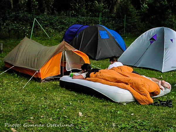 Hur får de plats i tältet?