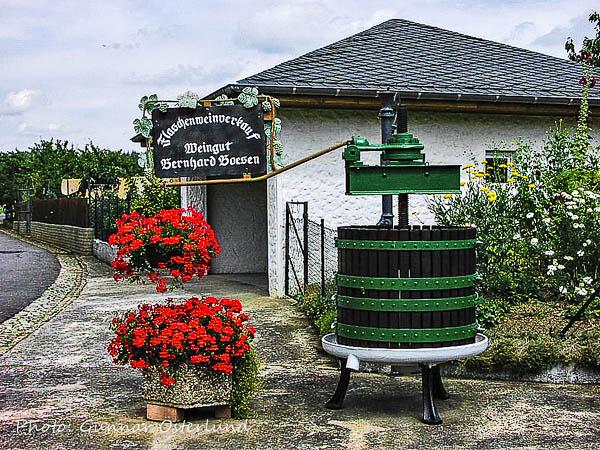 En gammal vinpress får agera blickfång