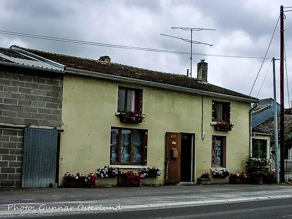 Hus vid bygatani  Clermont-en-A