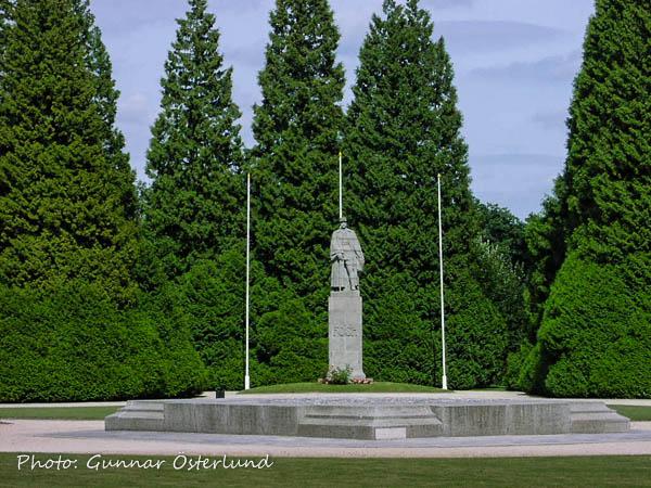 Ett monument över marskalk Foch.