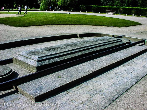 Här såddes fröet till andra världskriget. Platsen där den tyska järnvägsvagnen stod.