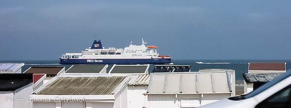 Färjan anländer från Dover till Calais.