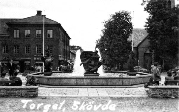 Vi stannade ett tag i Skövde där vi såg på staden.