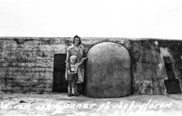 Jag och min mamma på piren i Varberg