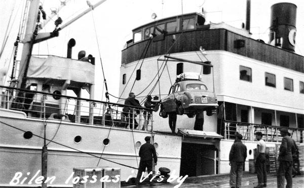 Bilen lossas i Visby hamn