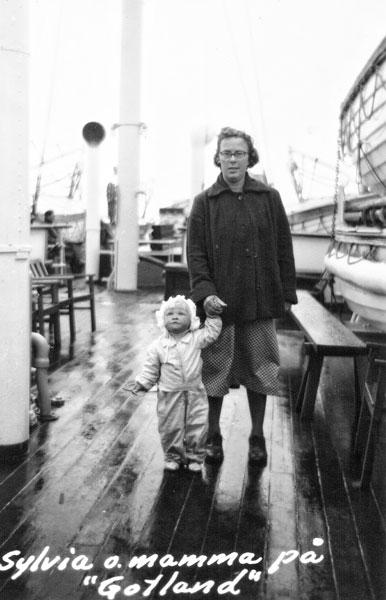 """Sylvia och vår mamma på """"Gotland"""""""