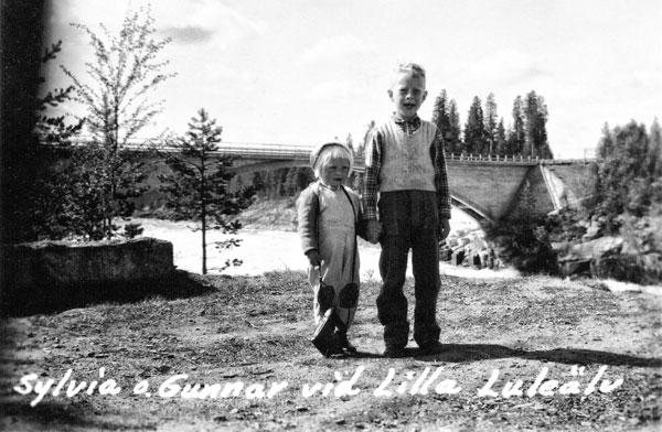 2 syskon vid Lilla Lule Älv