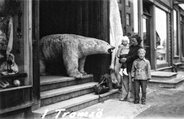 Isbjörn, jag, min syster och vår mamma i Tromsö