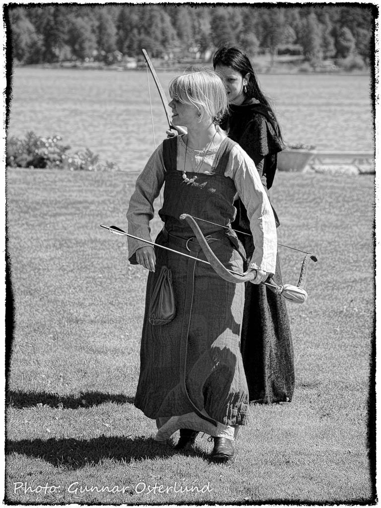 Aktörer i ett rollspel vid Sundbyholms slott.