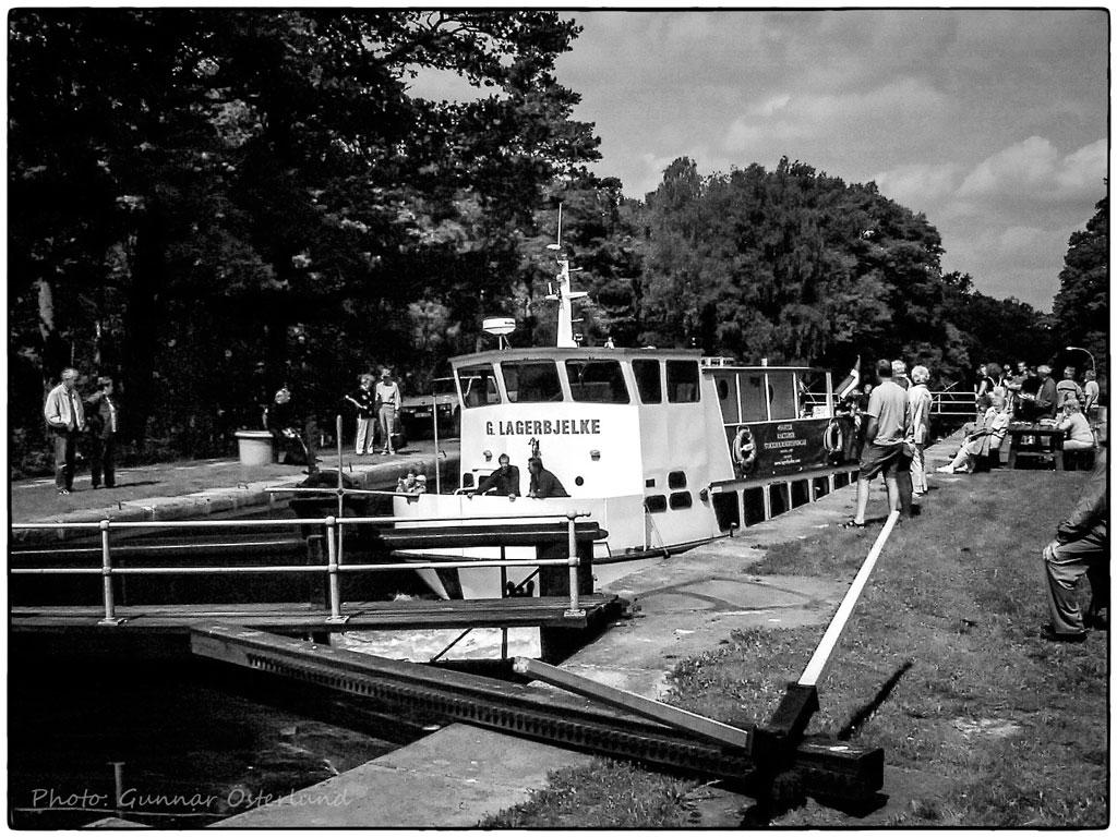 M/S G. Lagerbjelke slussar upp i Hjälmare kanal.