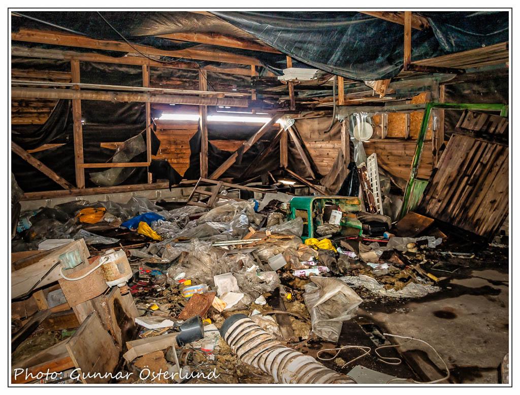 Förstörelsen skonar ingen övergiven byggnad.