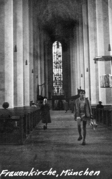 Inne i Frauenkirche i München.