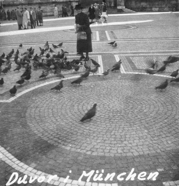 Duvmatning på Odinplatz i München.