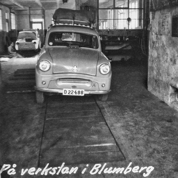 Bilen på verkstad i Blumberg p.g.a. fjäderbrott.