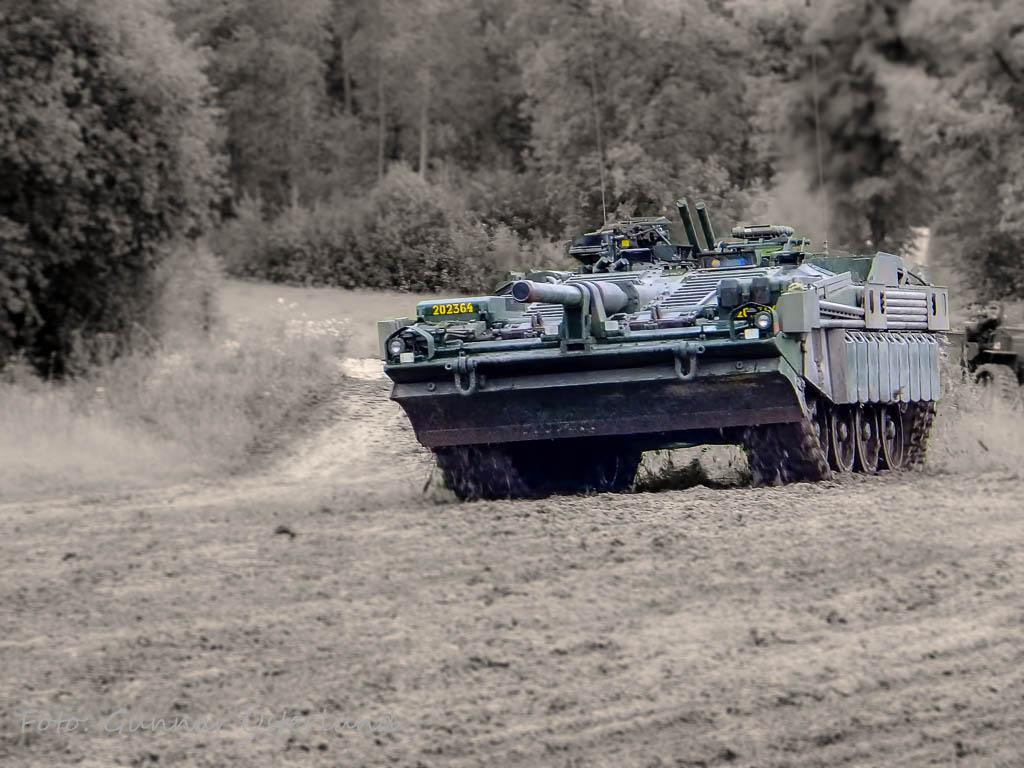 En stridsvagn 103C under en uppvisning vid Arsenalen.