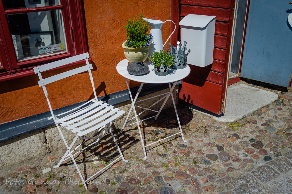 Sittgrupp i Visby.