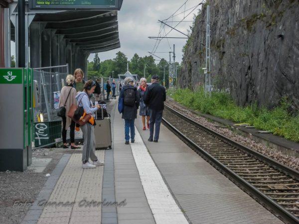 I väntan på tåget till Stockholm.