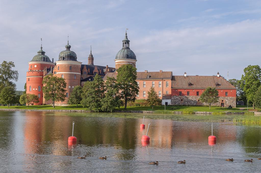 Gripsholms slott en tidig sensommarmorgon.