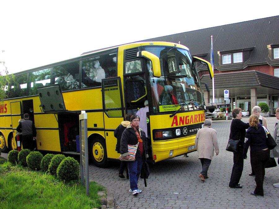 Bussen vid hotellet utanför Hamburg.