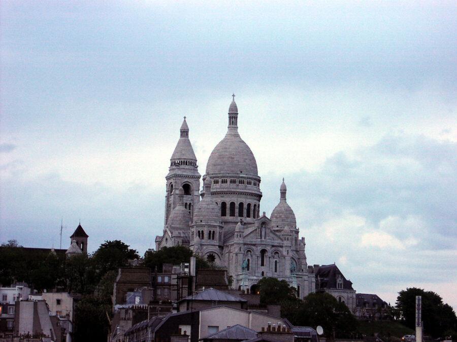 Kvällsbild av Sacré Coeur.