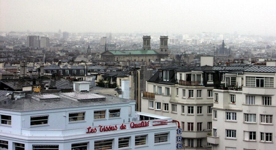 Utsikt över ett regnigt Paris.
