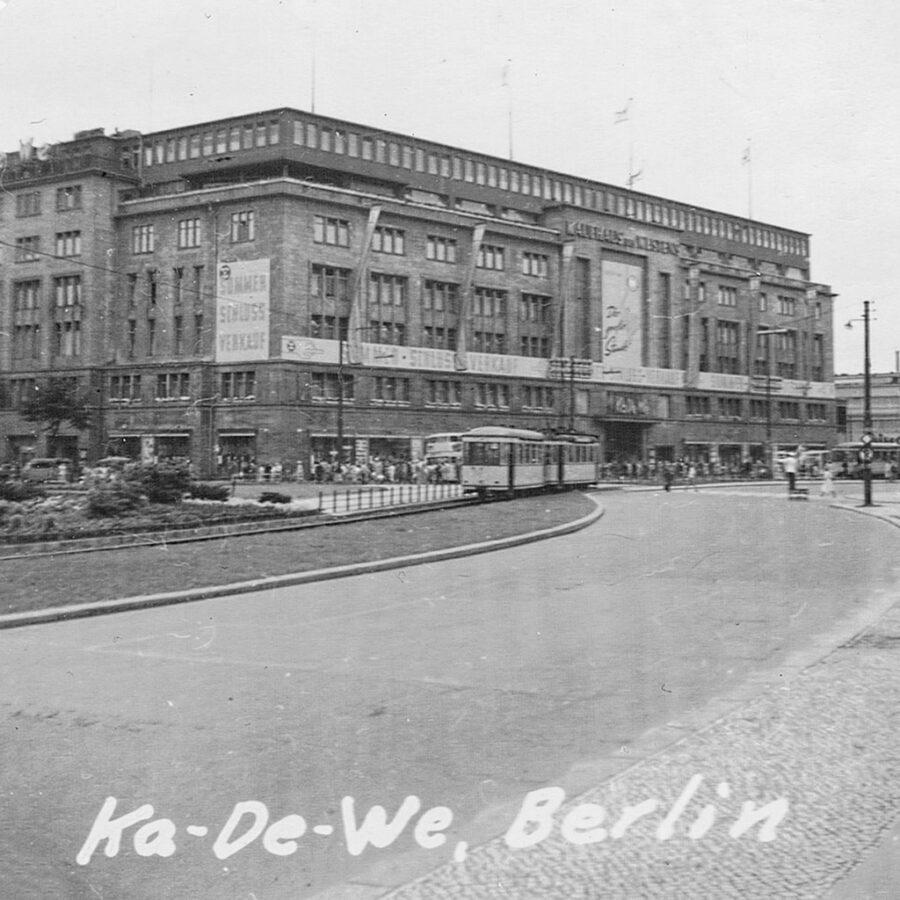 Ett stort varuhus i Väst-Berlin.
