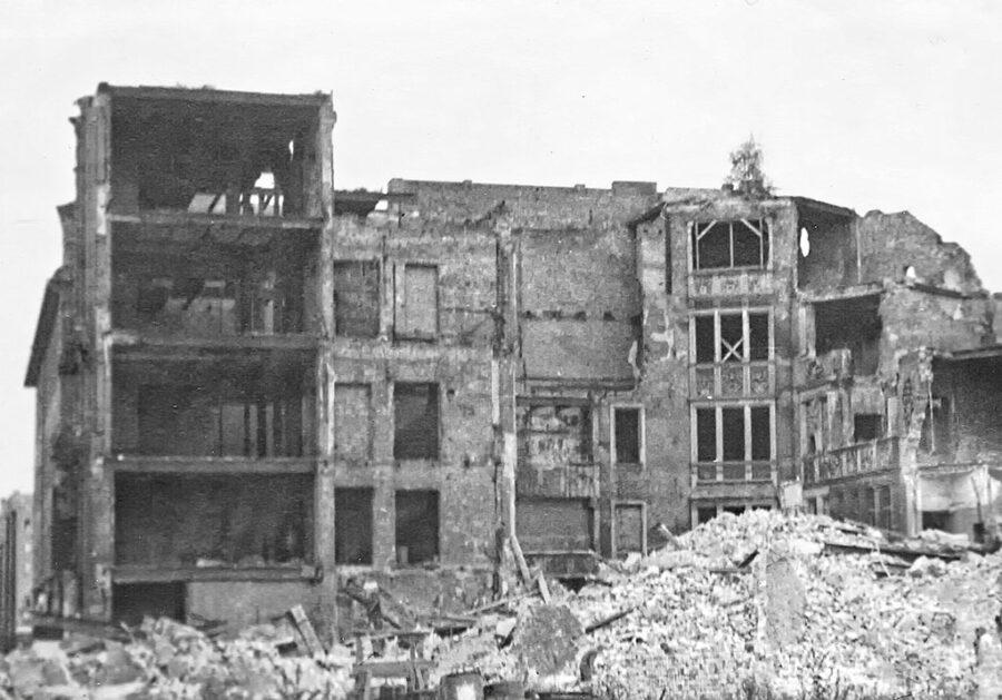 Rivning av ruin i Öst-Berlin.